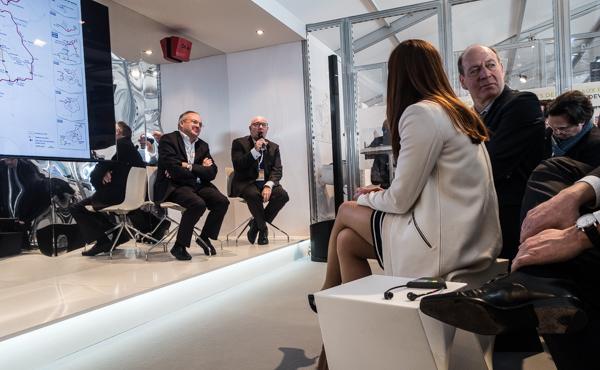 Philippe Yvin et Thierry Lajoie présentent le pack pour l'aménagement lors du Mipim 2015.