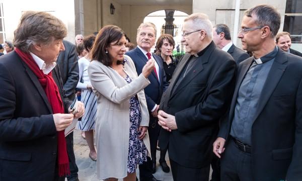 Jean-Marie Duthilleul, Anne Hidalgo, et Mgr Vingt-Trois, lors de la pause de la première pierre des travaux, mercredi 17 juin 2015.