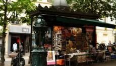 Un kiosque parisien