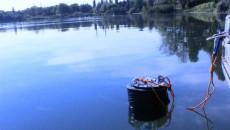 Le dispositif de Fluidion installé dans un lac à proximité de Créteil.