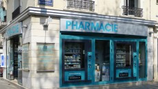 Un distributeur de produits de parapharmacie boulevard de Grenelle à Paris.