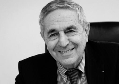 France. Paris le 2010/12/22 Jean Louis Schilansky president du MEDEF Paris et tresorier du MEDEF a son bureau. Jean Louis Schilansky © Vernier /JBV NEWS
