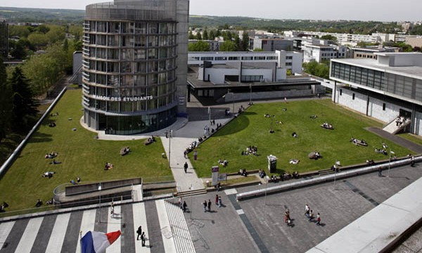 Université de Cergy-Pontoise.