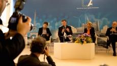 """Augustin de Romanet, PDG d'Aéroports de Paris, et Chiara Corazza, DG de PCE, lors du IIIe Forum """"Innover pour réussir""""."""
