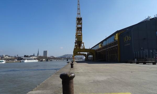 Le 106, sur le port de Rouen.