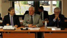 Michel Bournat (au centre), président de la Communauté Paris-Saclay, a présenté le projet de territoire au conseil de développement le 20 octobre, aux côtés de Dominique Vernay (à gauche), président du nouveau conseil.