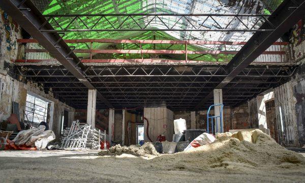 Le hall de la gare en travaux.