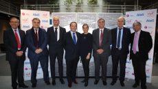 Les signataires de l'accord entre Atos, le département des Yvelines et l'EPF d'Ile-de-France, le 17 novembre.