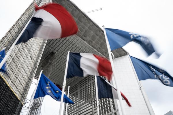 La Défense entame sa décentralisation en mai 2016, 60 ans après sa création.