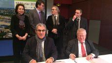 Signature, le 10 février 2017, de l'accord de partenariat par le président du Siaap, Belaïde Bedreddine, et le député-maire de Maisons-Laffitte, Jacques Myard  -  © Siaap
