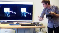 Démonstration par un doctorant incubé dans le fablab d'un nouveau masque de réalité augmenté. ©Jgp