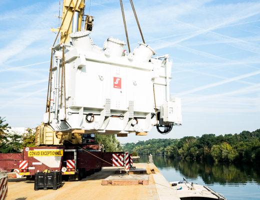 Enedis / Gennevilliers : un nouveau transformateur acheminé par la Seine